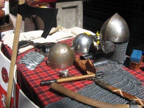 Armas, cascos y cotas de malla