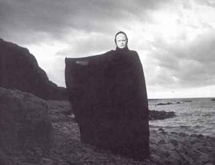 """La aparición de la Muerte. Escena de """"El Séptimo Sello"""" de Ingmar Bergman"""