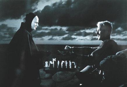 """La Muerte y el Caballero jugando ajedrez. Escena de """"El Séptimo Sello"""" de Ingmar Bergman."""